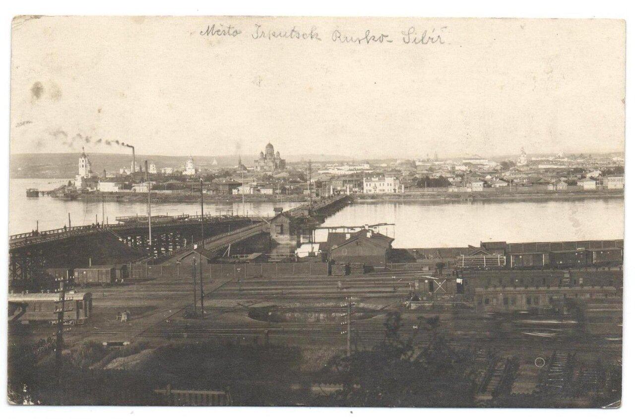 Вид на понтонный мост и город