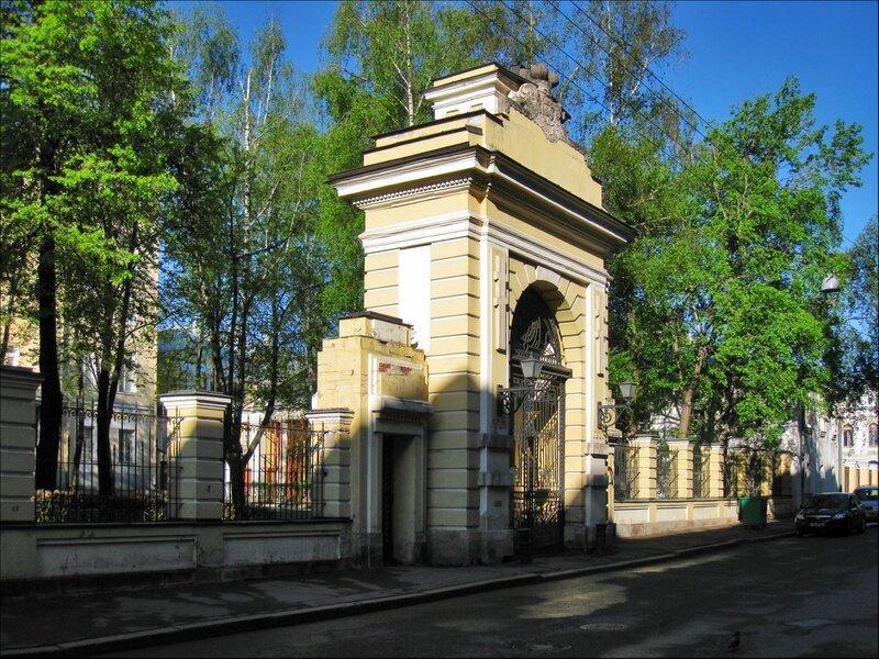 Ворота усадьбы Голицыных, Москва
