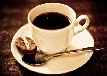 Ученые: чашка кофе улучшает память человека в течение суток