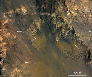 Планетологи нашли намеки на существование воды на Марсе