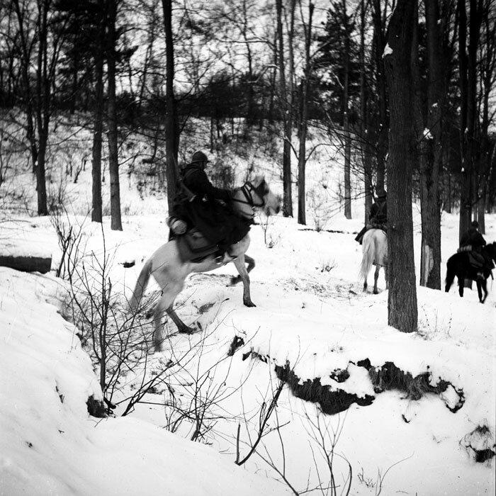 Des Spahis de la 3e BS (Brigade de Spahis) durant l'hiver 1940 dans les Ardennes.