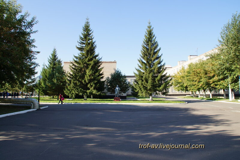 Памятник танкисту на территории танкового института, ОТИИ, Омск