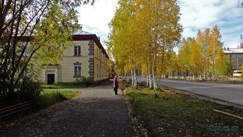 Фото города Инта №5897  Северо-восточный угол Кирова 23 (СЭС) 15.09.2013_13:06