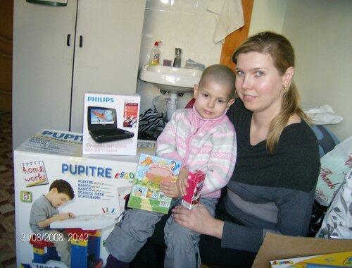 Ксения О. Портативный DVD и детский столик