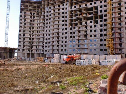 построено с 1 по 4 секцию ,  фундамент отлит полностью, цокольный этаж до 8 секции