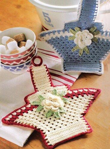 Поделки своими руками: декоративные корзинки с цветками для кухни, связанные крючком