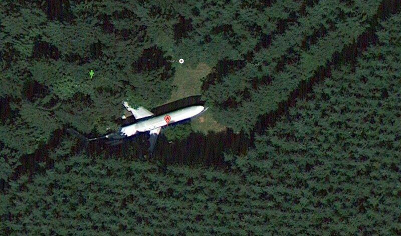 45.408166,-123.008118 Самолёт среди деревьев