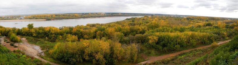 Панорама осеннего берега Вятки с желтыми деревьями, снятая с Набережной Грина DSCN4657_DSCN4662_panorama