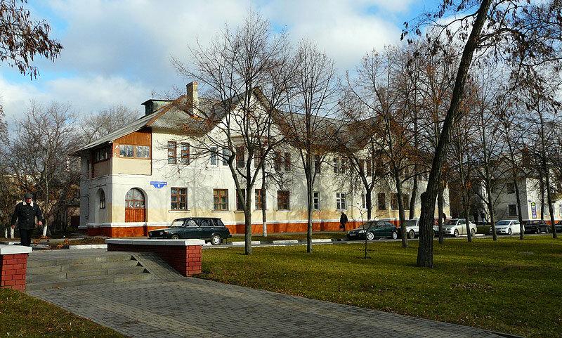 Сталинские двухэтажки на Свято-Троицком бульваре в 2011 г. Фото Sanchess