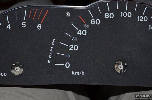 белые вставки на спидометр и тахометр в панель mazda 626