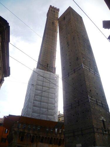 Италия. Болонья. Две башни - Азинелли и Гаризенда. (Italy. Bologna. Azinelli tower and Garizenda)