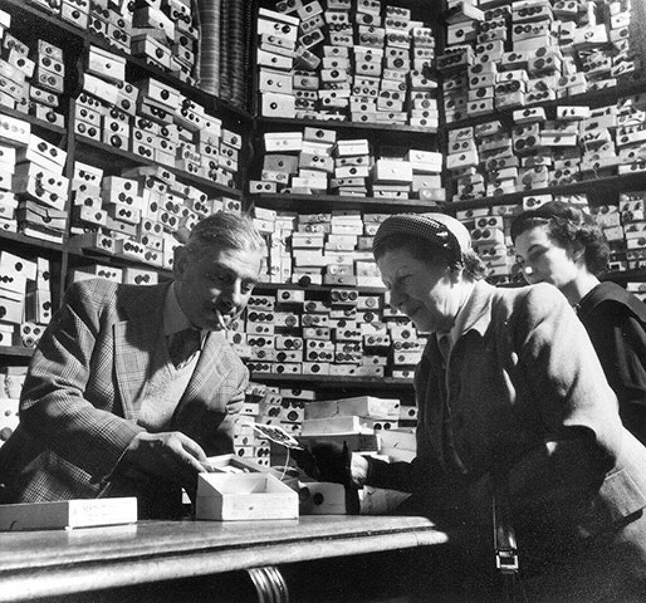 1953. Лавка пуговиц на Пикадилли. Лондон