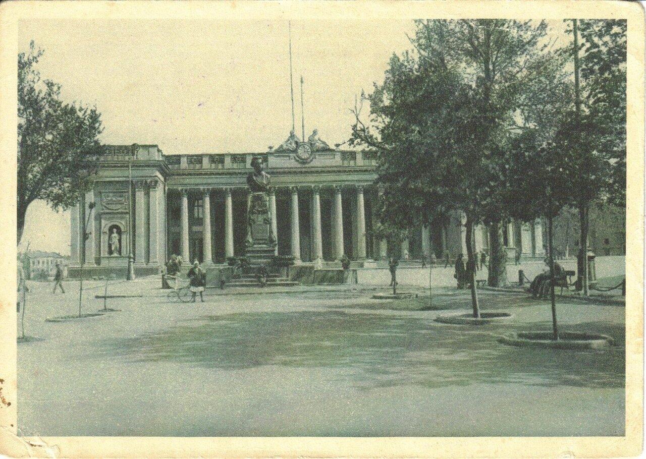 Памятник Пушкину и дом Исполкома на бульваре Фельдмана. 1931