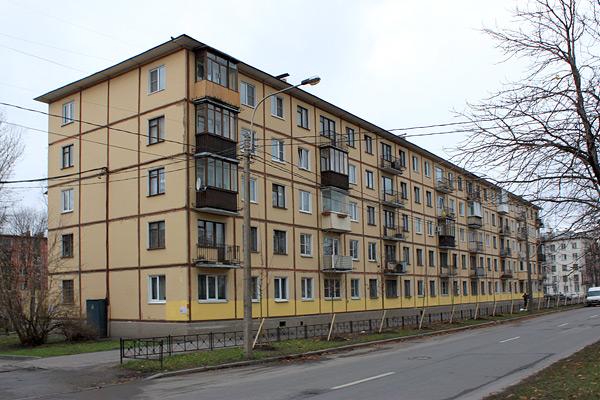 Жилой дом пятиподъездный без балконов панельный серия..