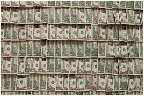 Искусство и деньги. Необычные «обои» из долларов: инсталляция Ганса-Петера Фельдманна.