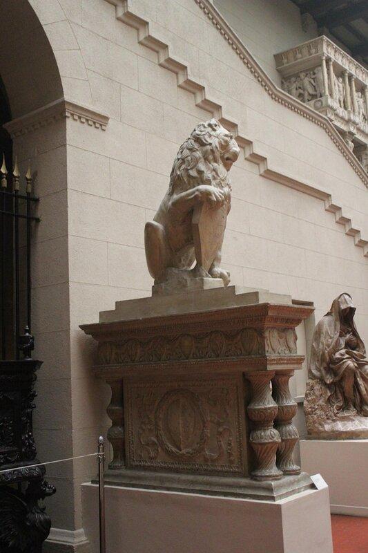 Лев с гербом Флоренции
