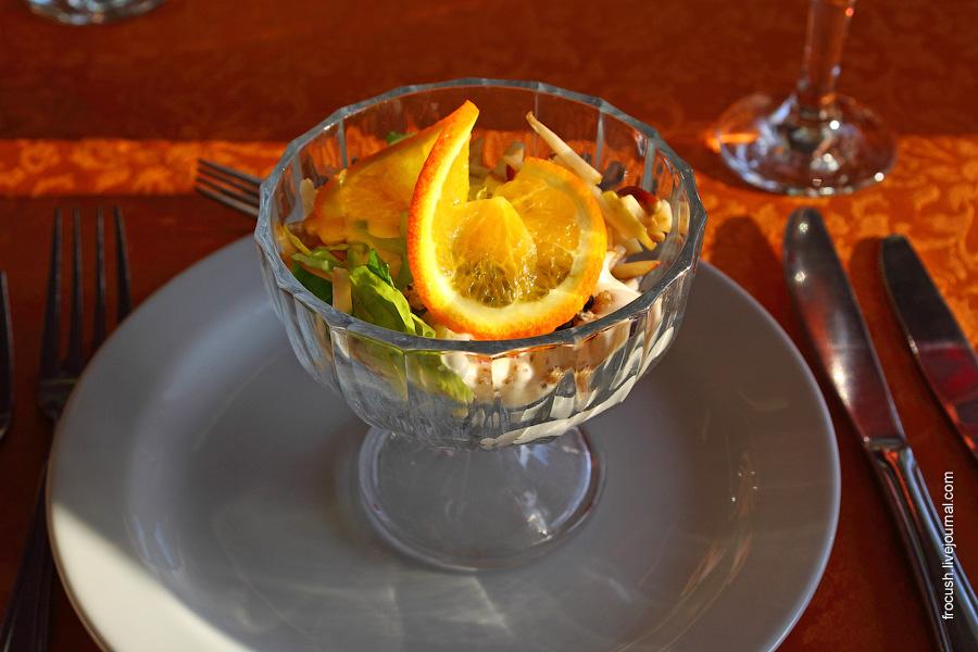 Салат-коктейль из курицы с яблоками