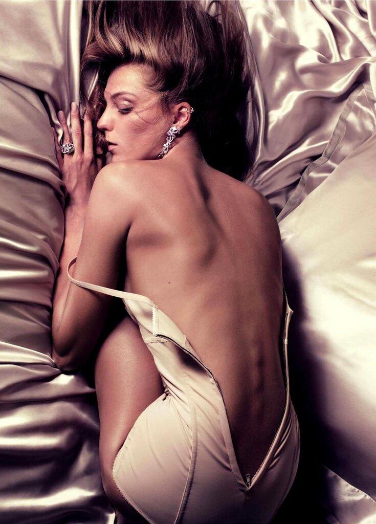 Vogue Paris calendar 2011.Daria Werbowy by Mikael Jansson