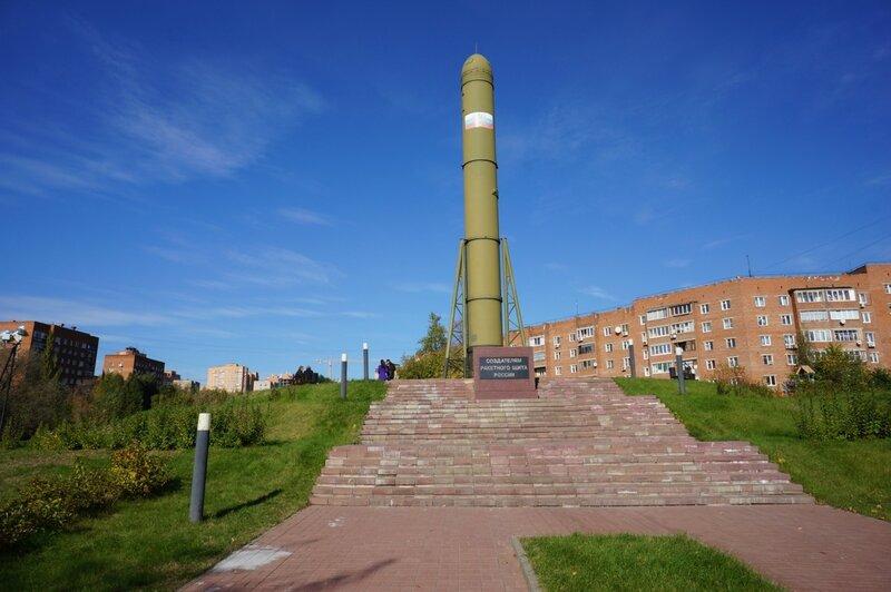 Дзержинский  - у памятника Создателям Ракетного Щита России