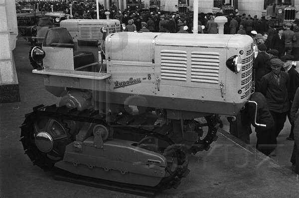 Трактор Кировец-8, павильон Механизация и электрификация сельского хозяйства СССР, 1939 г.