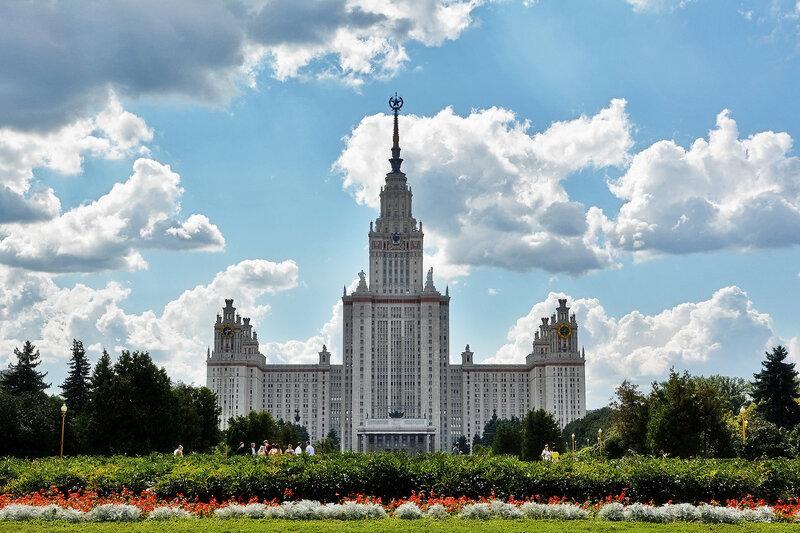 Здание Московского Государственного Университета им.М.В.Ломоносова.jpg