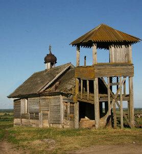 Станичный храм с колокольней на четырех столбах