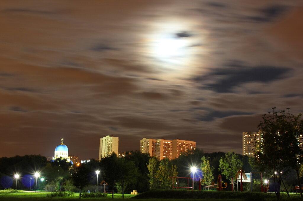 Лунная летняя ночь в Москве