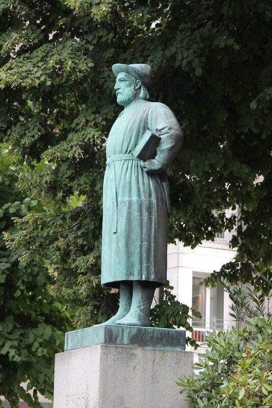 Bergen, Bryggen, Snorri Sturluson. Берген, Брюгген, памятник Снорри Стурлусону