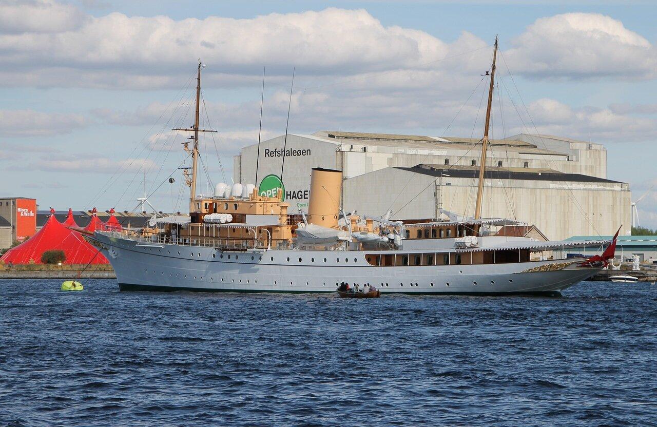 Копенгаген. Индерхавн (Inderhavn), королевская яхта Даннеборг