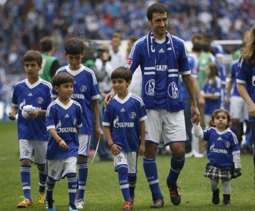Raul con hijos 4