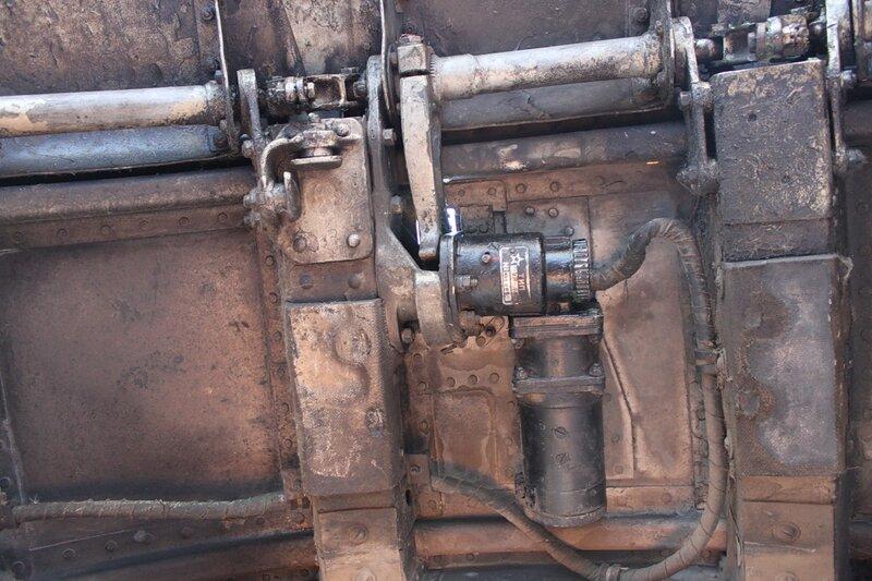 электромеханизм привода юбок капотов