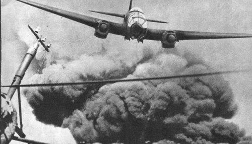 He 111, видимо, совершил бомбометание.jpg