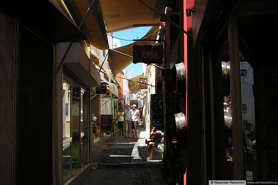 Узкие улочки Фиры, Греция