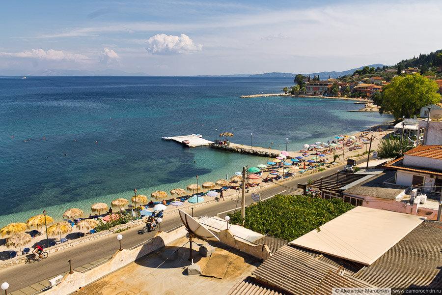 Вид на юго-восток с крыши отеля Potamaki Beach