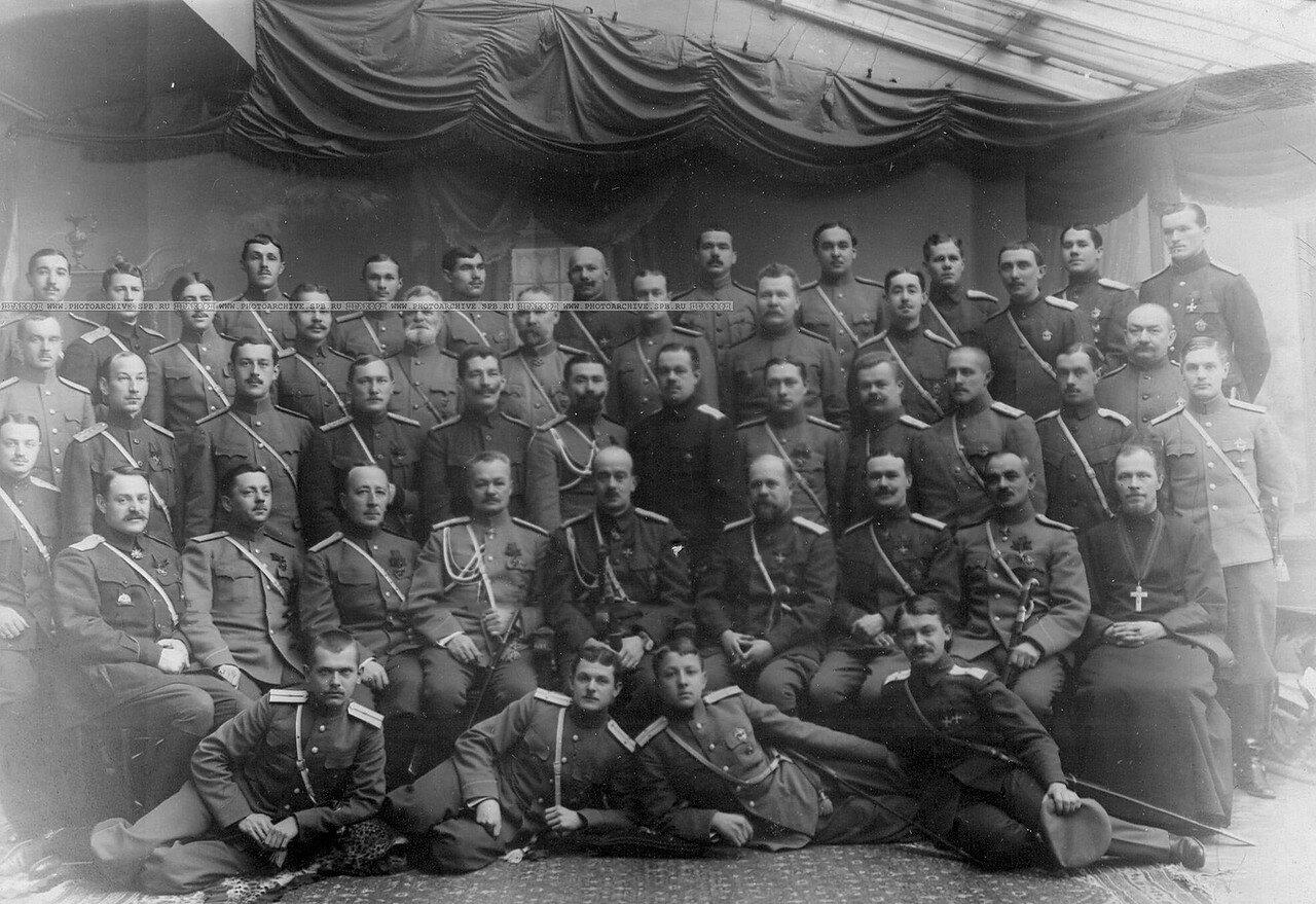 17. Группа офицеров с великим князем Борисом Владимировичем (сидит в первом ряду в центре), походным атаманом ставки, бывшим командиром Атаманского полка. Январь 1916