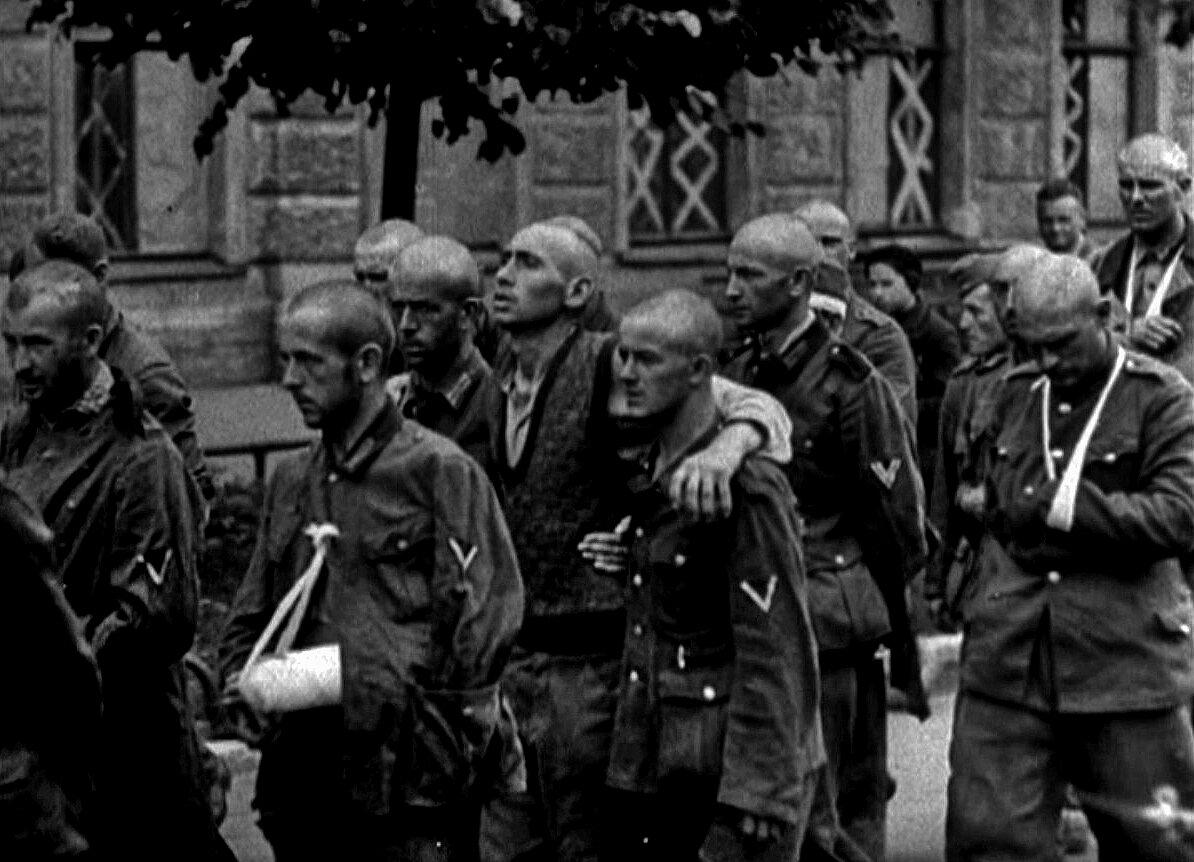 1942. Ленинградская область, колонна немецких военнопленных в осажденном городе