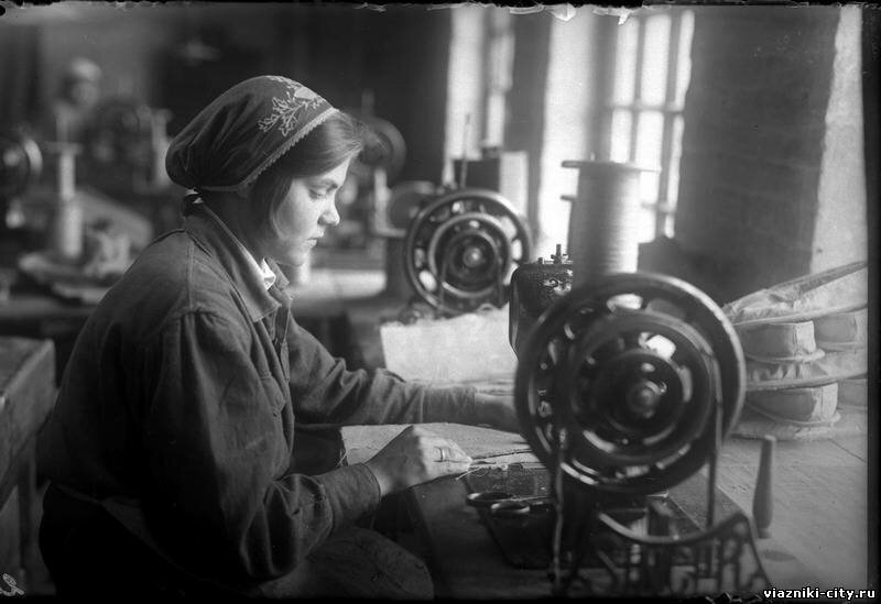 Цех ширпотреба фабрики Паркоммуна. 1932