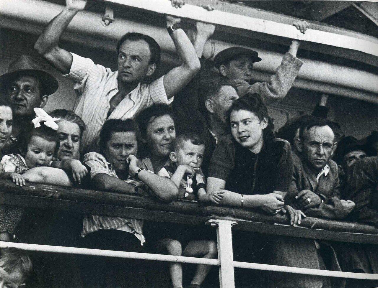 1949. Май-июнь.Прибытие беженцев-иммигрантов в порт Хайфы