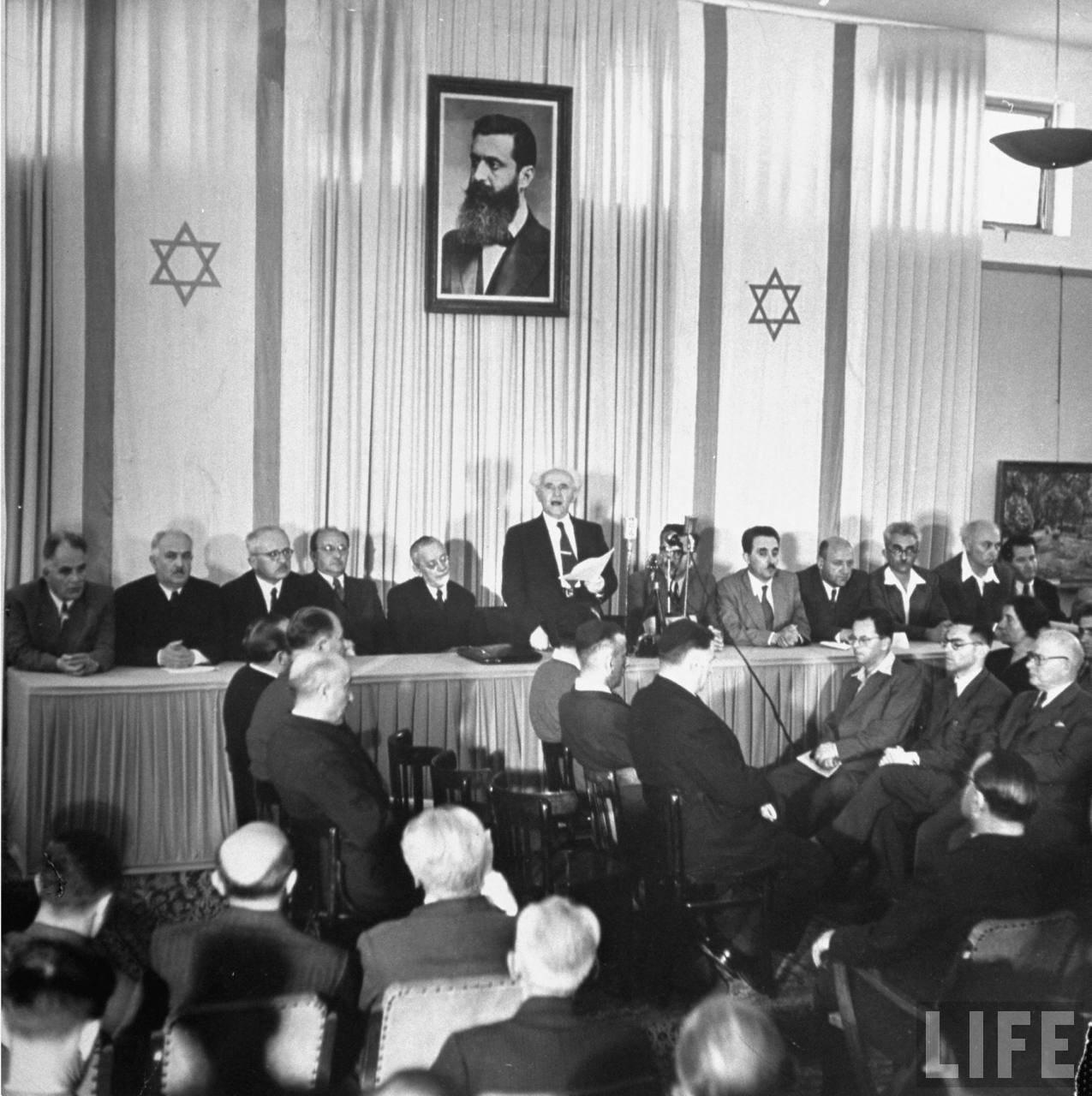 1948. 14 мая.  Давид Бен-Гурион провозглашает создание независимого еврейского государства