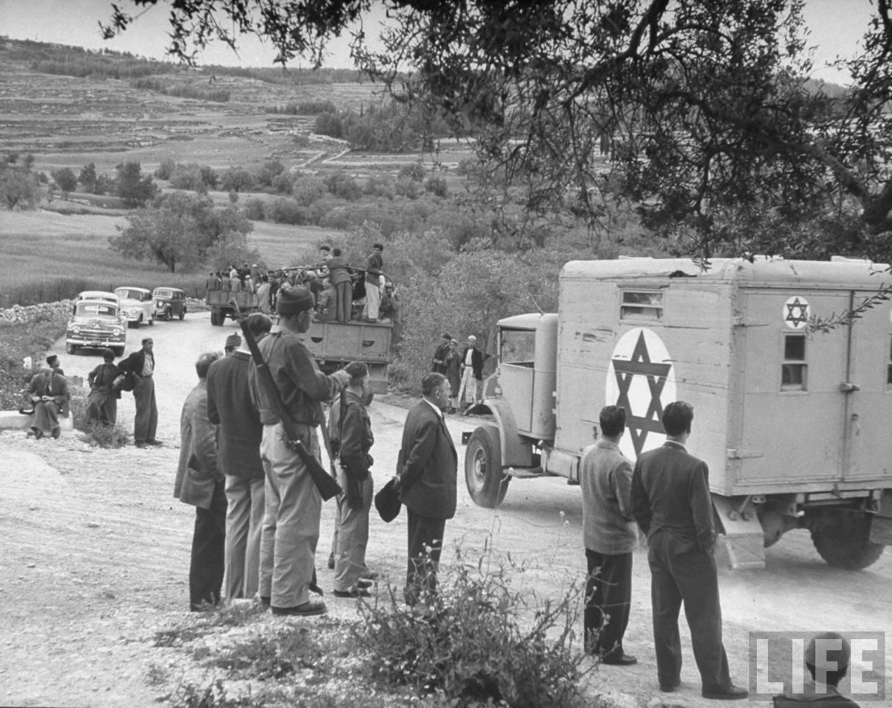 1948. Скорая помощь на шоссе Иерусалим - Тель-Авив во время сражения за Баб-эль-Вад