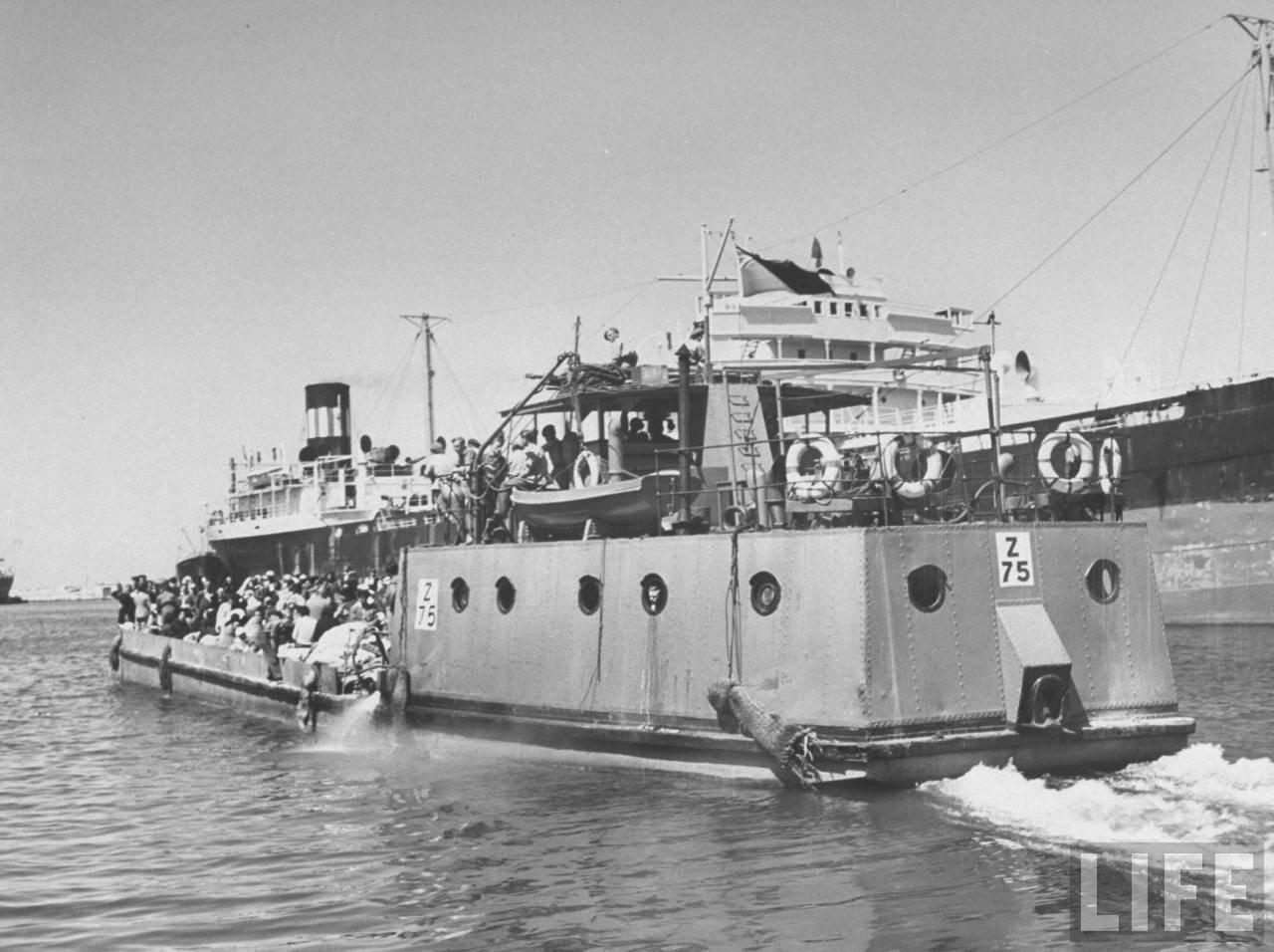1948. Арабские беженцы покидают Акко