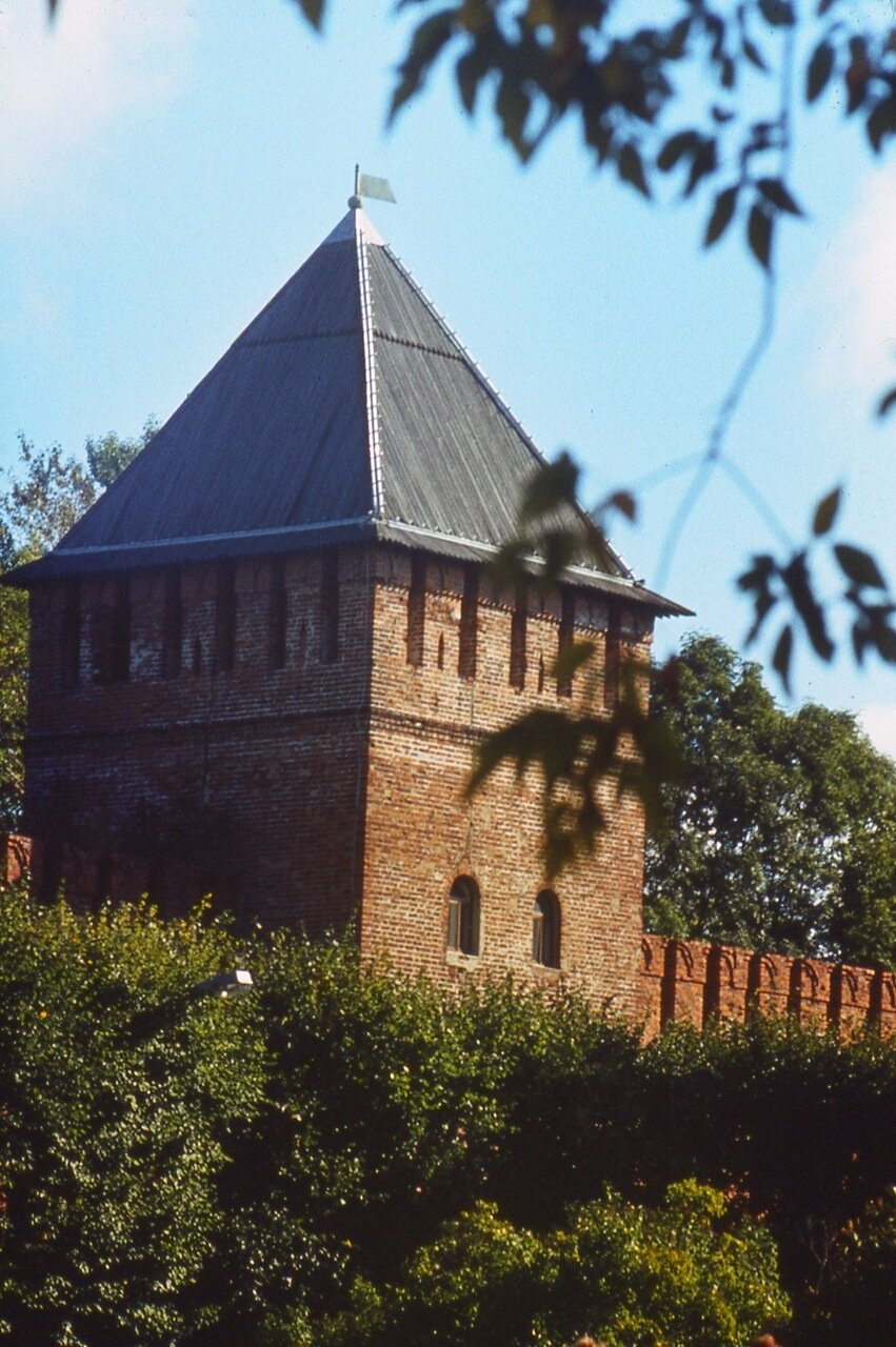 7.  Угловая  башня