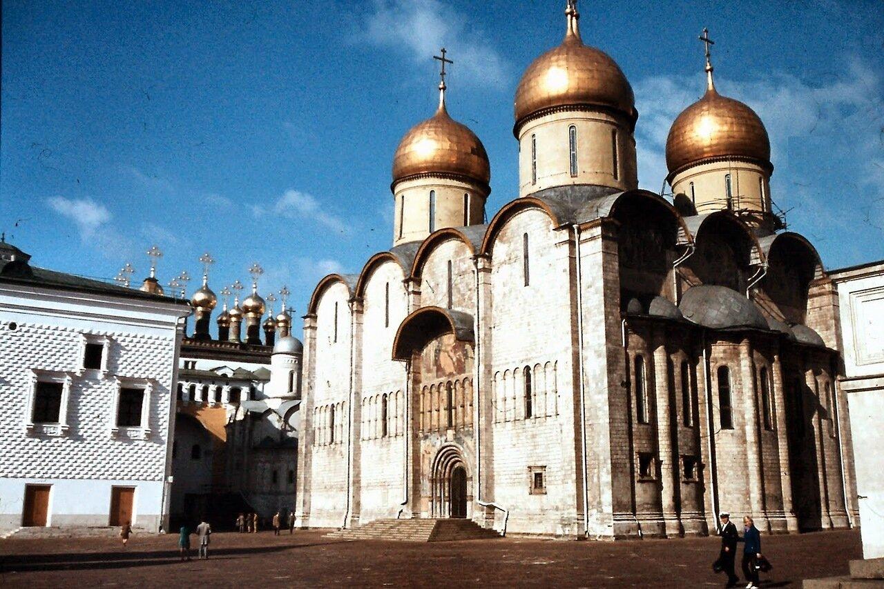 MOSCOU - La cathédrale de la Dormition a été édifiée à Moscou entre 1475 et 1479 sous la direction de l'architecte italien Aristotile Fioravanti, originaire de Bologne.