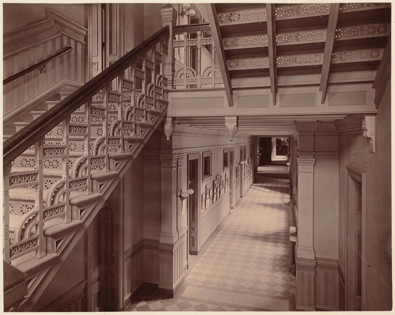 1893. Бостонская Латинская школа, длинный коридор с западного входа