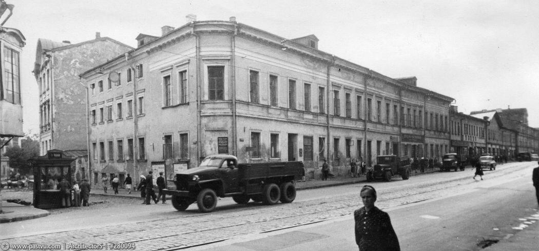 1948 Москва. Вид на Колпачного переулка с ул. Чернышевского (Покровку)..jpg