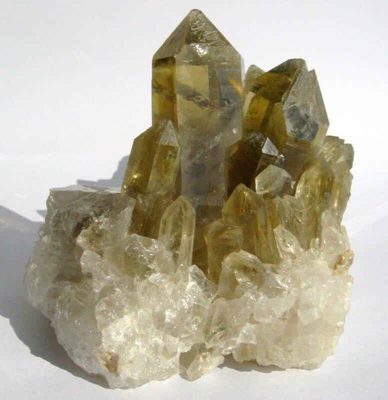 Полудрагоценный камень разновидность кварца