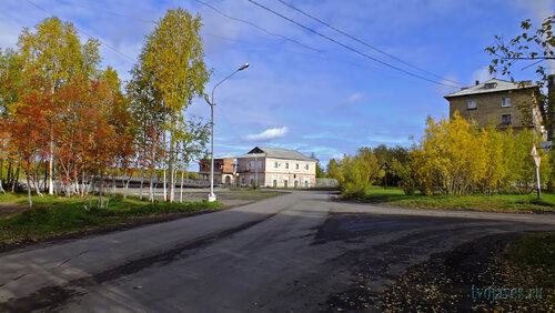 Фото города Инта №5868  Поворот на мост (Кирова 2 и Полярная 8) 15.09.2013_12:10