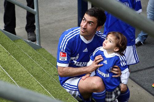 Raul con hijos 1