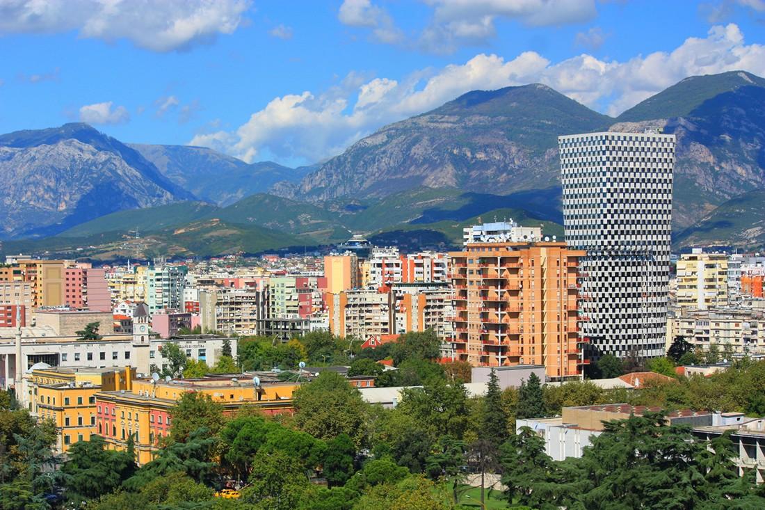 2. Туристам будет интересно познакомиться с историей Албании, попробовать местный кофе и прогуляться