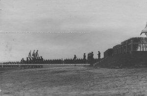 Знаменосцы с полковыми знаменами на параде Измаайловского полка.
